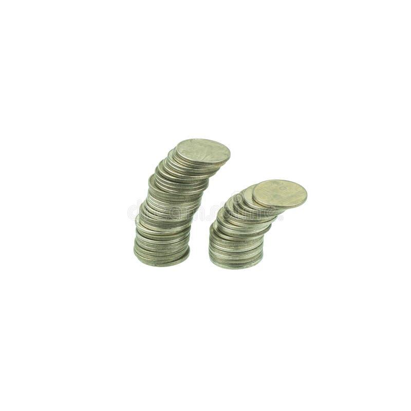 Σωροί νομισμάτων που απομονώνονται στο άσπρο υπόβαθρο Αποταμίευση, έννοια χρημάτων επένδυσης Αυξανόμενη επιχείρηση σωρών νομισμάτ στοκ εικόνες