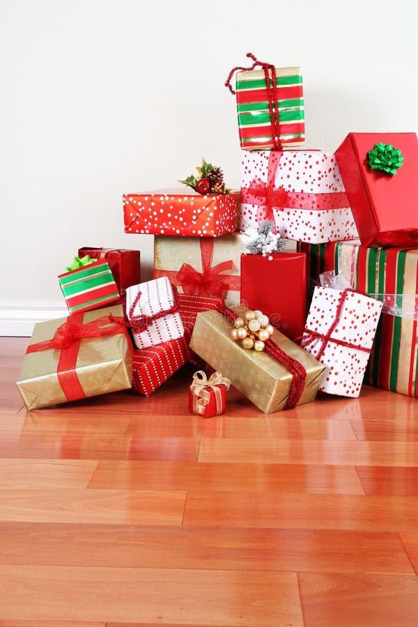 σωρός δώρων πατωμάτων στοκ φωτογραφία
