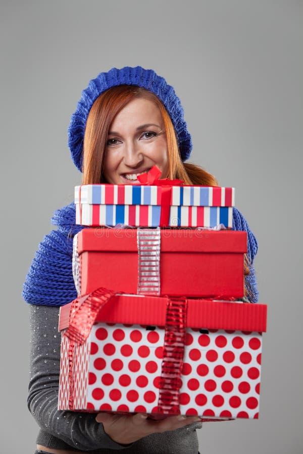 Σωρός εκμετάλλευσης γυναικών των χριστουγεννιάτικων δώρων στοκ φωτογραφίες με δικαίωμα ελεύθερης χρήσης