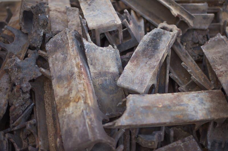 Σωρός καίω-έξω των μερών χυτοσιδήρου βιομηχανικό firebox στοκ εικόνες