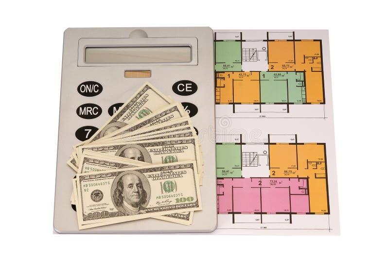 Σωρός και και υπολογιστής χρημάτων λογαριασμών εκατό δολαρίων στα σχεδιαγράμματα στοκ εικόνα με δικαίωμα ελεύθερης χρήσης
