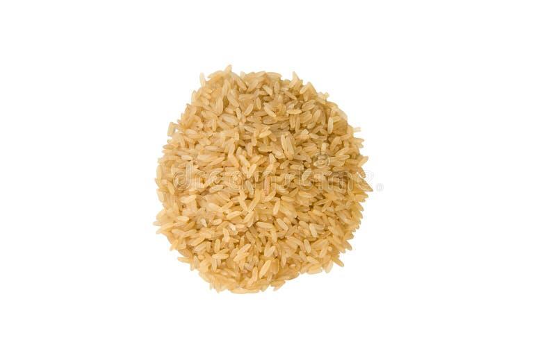 Σωρός καφετιού ρυζιού που απομονώνεται στο άσπρο υπόβαθρο διατροφή φυσικό συστατικό τροφίμων r στοκ φωτογραφία με δικαίωμα ελεύθερης χρήσης
