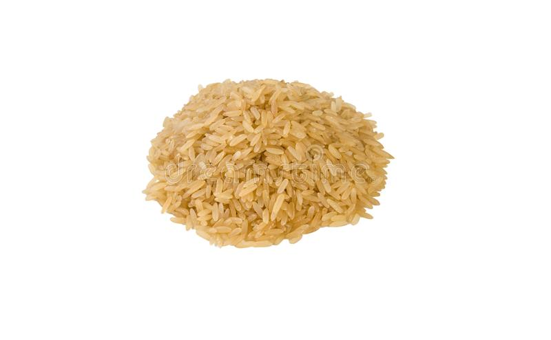 Σωρός καφετιού ρυζιού που απομονώνεται στο άσπρο υπόβαθρο διατροφή φυσικό συστατικό τροφίμων στοκ εικόνα με δικαίωμα ελεύθερης χρήσης