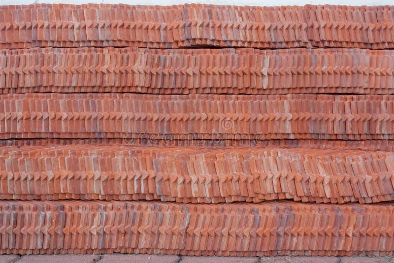 Σωρός κεραμιδιών στεγών του ταϊλανδικού ναού στην Ταϊλάνδη στοκ εικόνες