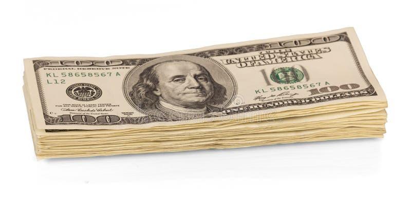 Σωρός κινηματογράφηση σε πρώτο πλάνο εκατό λογαριασμών δολαρίων που απομονώνεται στο λευκό στοκ εικόνα
