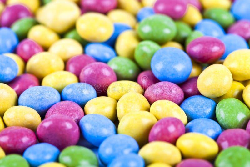 Σωρός του εύγευστου υποβάθρου καραμελών σοκολάτας ainbow ζωηρόχρωμου στοκ εικόνες