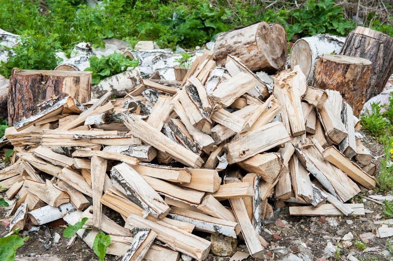 Σωρός του καυσόξυλου Προετοιμασία του καυσόξυλου για το χειμώνα και τη χρήση για το μαγείρεμα, υπόβαθρο καυσόξυλου, σωροί του καυ στοκ εικόνα με δικαίωμα ελεύθερης χρήσης