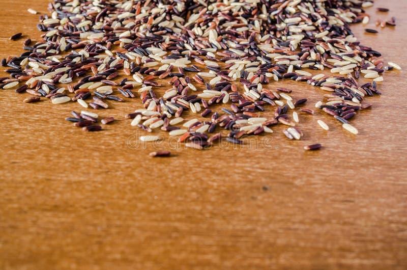 Σωρός του καφετιού ρυζιού στοκ εικόνες
