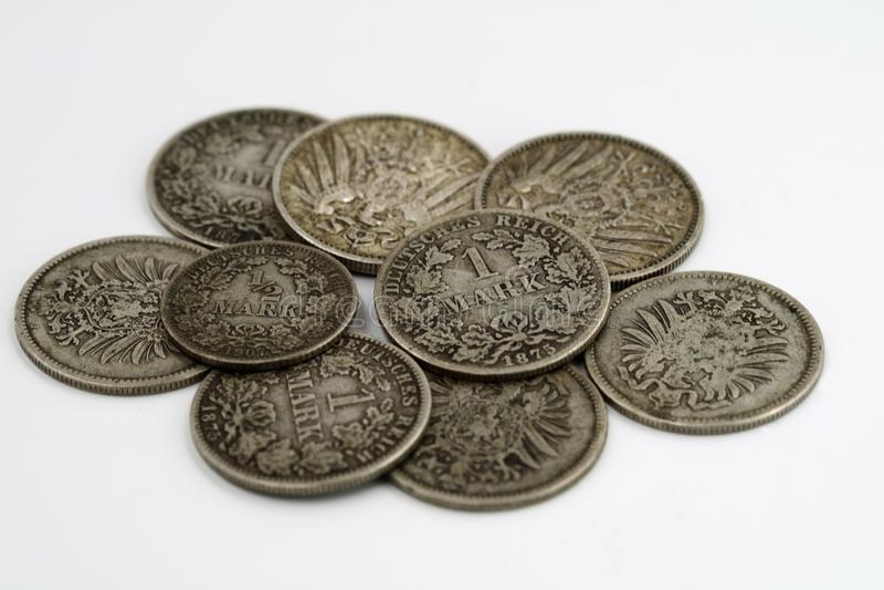 Σωρός του παλαιού νομίσματος από τη γερμανική αυτοκρατορία που απομονώνεται στο άσπρο υπόβαθρο στοκ εικόνες με δικαίωμα ελεύθερης χρήσης