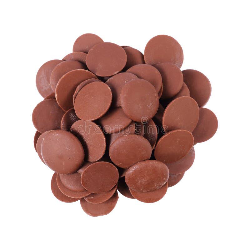 σωρός του σκοτεινού τσιπ σοκολάτας κύκλων που απομονώνεται στο λευκό στοκ εικόνα με δικαίωμα ελεύθερης χρήσης