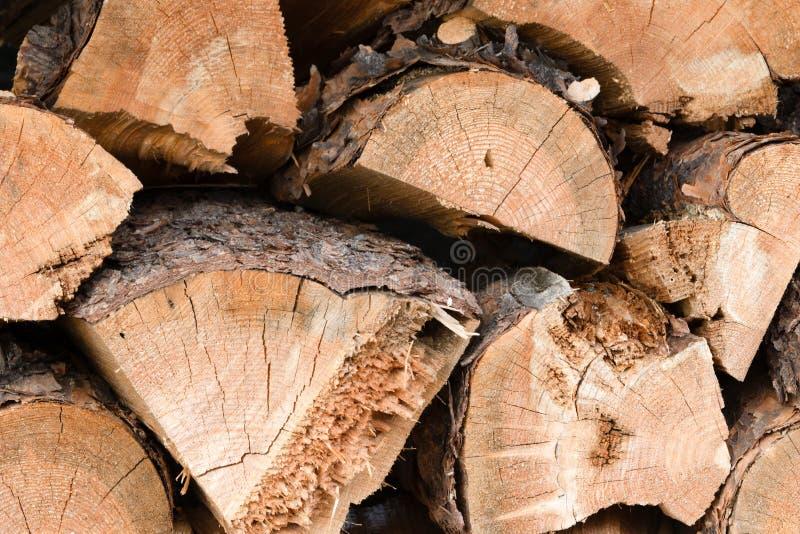 Σωρός του τεμαχισμένου καυσόξυλου στοκ εικόνες