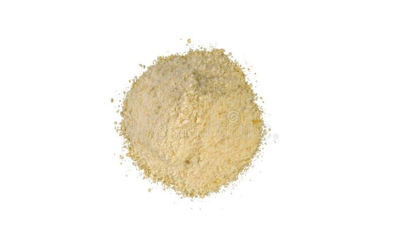 Σωρός τριμμένων φρυγανιών που απομονώνεται στο άσπρο υπόβαθρο διατροφή φυσικό συστατικό τροφίμων r στοκ εικόνες