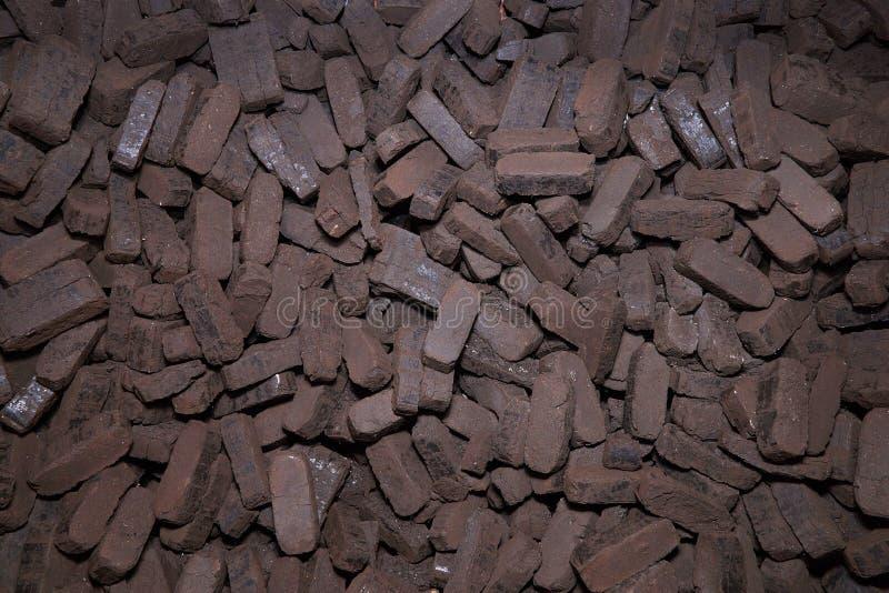 Σωρός των ανθρακόπλινθων τύρφης, εναλλακτικά καύσιμα, πρώτη ύλη στοκ εικόνες με δικαίωμα ελεύθερης χρήσης
