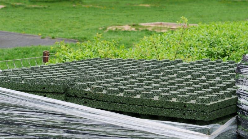 Σωρός των ελαστικών φραγμών πεζοδρομίων του συνθετικού λάστιχου EPDM στοκ εικόνες
