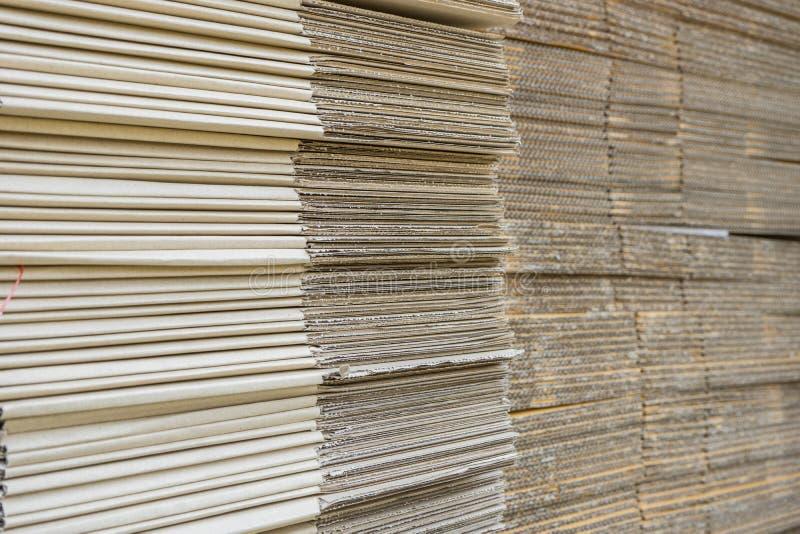 Σωρός των ζαρωμένων κουτιών από χαρτόνι egde άποψη ισιωμένος boxe στοκ φωτογραφίες με δικαίωμα ελεύθερης χρήσης