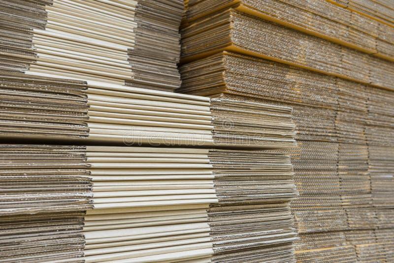 Σωρός των ζαρωμένων κουτιών από χαρτόνι egde άποψη ισιωμένος boxe στοκ εικόνες με δικαίωμα ελεύθερης χρήσης