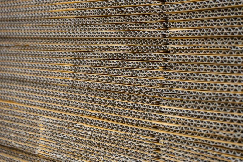 Σωρός των ζαρωμένων κουτιών από χαρτόνι egde άποψη ισιωμένος boxe στοκ φωτογραφίες