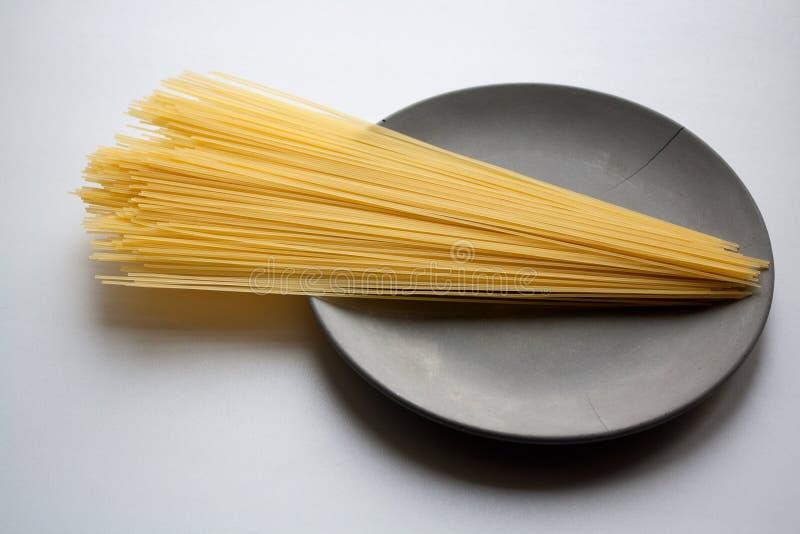 Σωρός των ζυμαρικών capellini στο πιάτο στοκ φωτογραφία με δικαίωμα ελεύθερης χρήσης