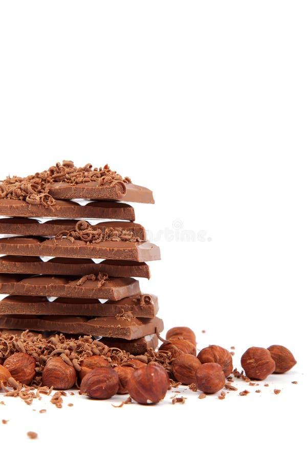 Σωρός των κεραμιδιών σοκολάτας με τα φουντούκια. στοκ φωτογραφίες με δικαίωμα ελεύθερης χρήσης