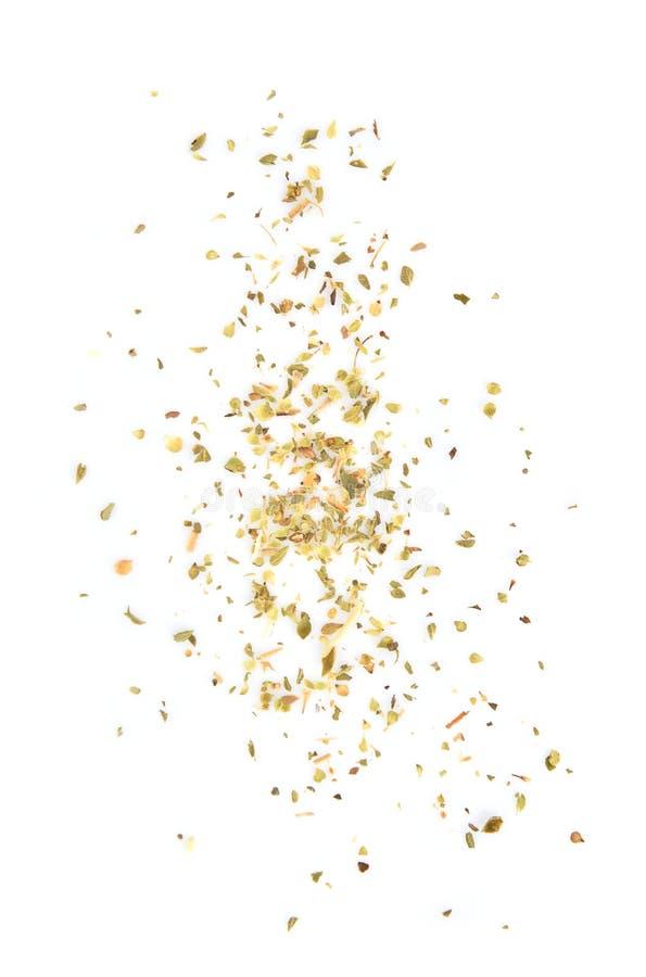 Σωρός των ξηρών oregano φύλλων που απομονώνονται στο άσπρο υπόβαθρο στοκ φωτογραφία με δικαίωμα ελεύθερης χρήσης