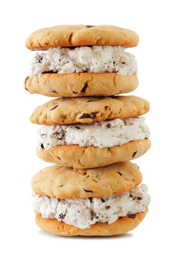 Σωρός των σάντουιτς παγωτού που απομονώνονται στο λευκό στοκ φωτογραφία