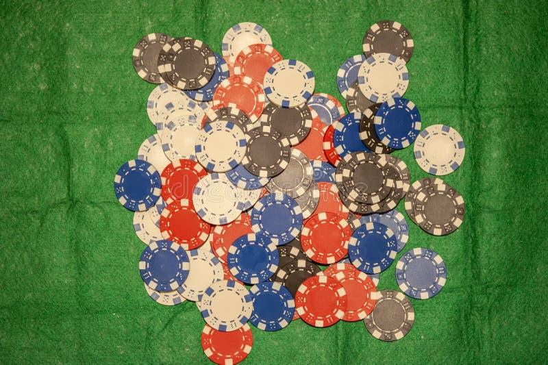 Σωρός των τσιπ πόκερ στοκ εικόνα με δικαίωμα ελεύθερης χρήσης