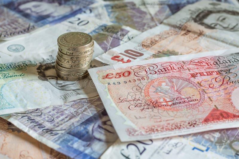 Σωρός των χρημάτων και του συσσωρευμένου GBP λιρών αγγλίας νομισμάτων βρετανικού στοκ φωτογραφία με δικαίωμα ελεύθερης χρήσης