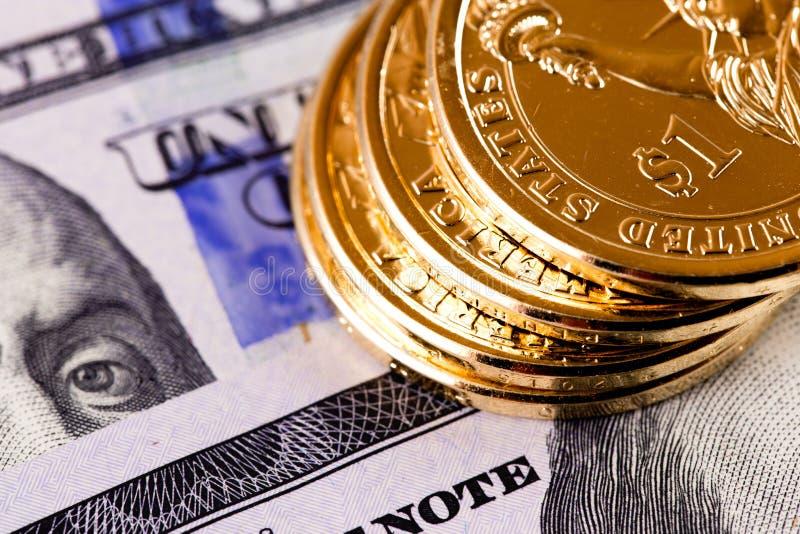 Σωρός χρυσά νομίσματα ενός δολαρίου στοκ εικόνα με δικαίωμα ελεύθερης χρήσης