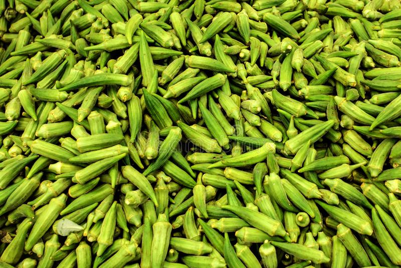 Σωρός okra του okro/του ochro στην αγορά τροφίμων στη Κύπρο στοκ φωτογραφίες