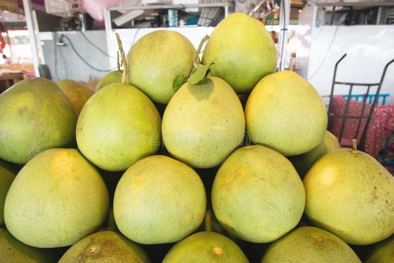 Σωρός pomelo του τύπου τροπικών νωπών καρπών στοκ φωτογραφίες με δικαίωμα ελεύθερης χρήσης