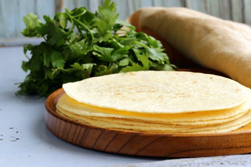 Σωρός tortillas καλαμποκιού στοκ εικόνα