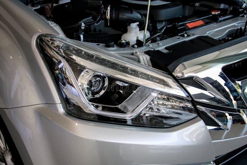 Σωστό αυτοκίνητο προβολέων προβολέων στοκ εικόνες