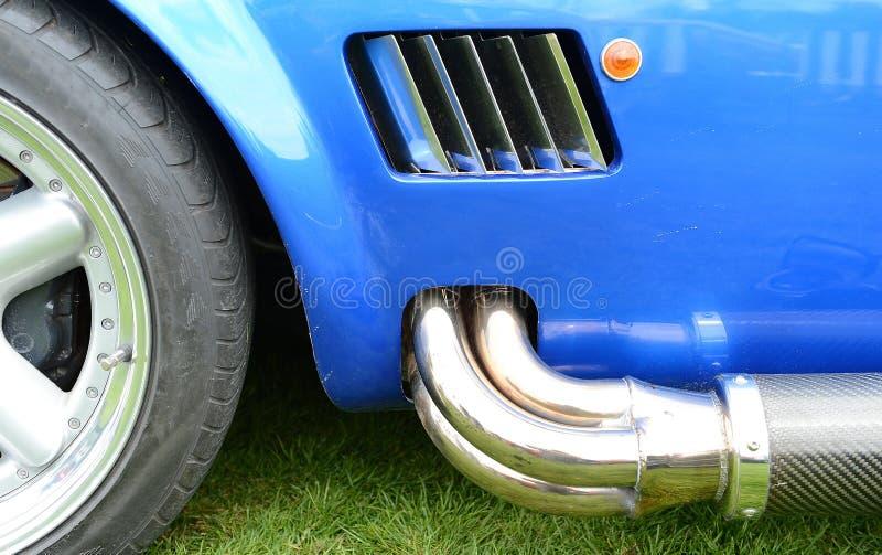 Σωλήνας εξάτμισης αθλητικών αυτοκινήτων στοκ εικόνα