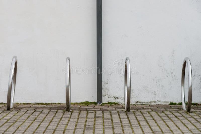 Σωλήνες μετάλλων για το χώρο στάθμευσης ποδηλάτων στοκ εικόνα