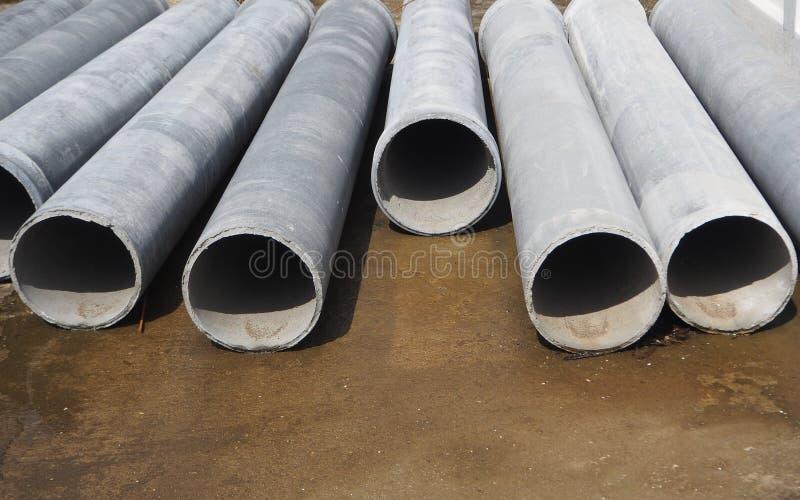 σωλήνες τσιμέντου στο έδαφος στοκ φωτογραφία με δικαίωμα ελεύθερης χρήσης