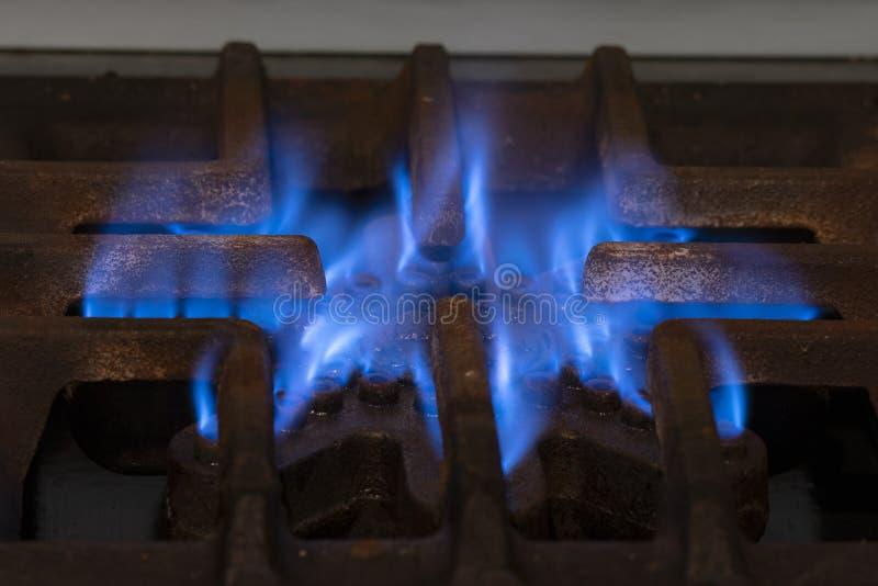 Σόμπα με την μπλε φλόγα Απεικόνιση της κατανάλωσης αερίου Πεζοπορώ κρίσης και ποσοστού στην Αργεντινή στοκ φωτογραφία με δικαίωμα ελεύθερης χρήσης
