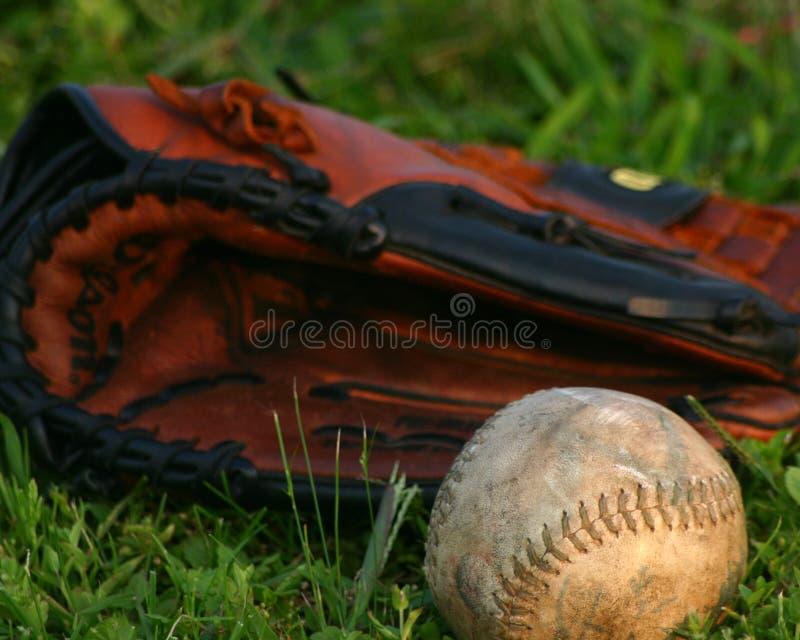 Σόφτμπολ και γάντι στοκ φωτογραφίες