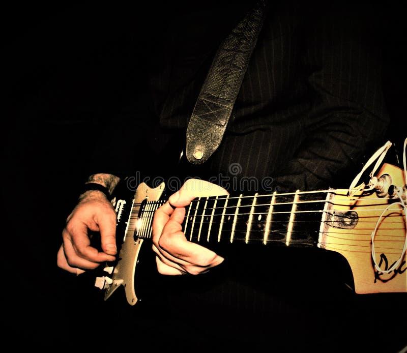 Σόλο κινηματογράφηση σε πρώτο πλάνο κιθάρων στοκ φωτογραφία με δικαίωμα ελεύθερης χρήσης