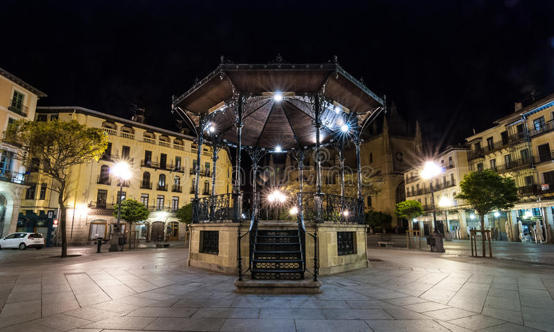 Σόλο Gazebo στο Segovia τετράγωνο αγοράς τη νύχτα στοκ εικόνες