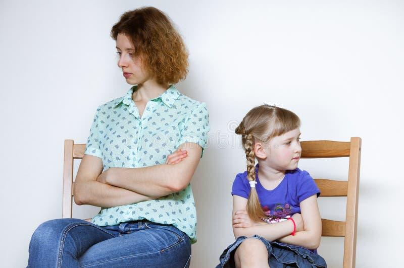 Σύγκρουση μεταξύ της μητέρας και της κόρης της στοκ φωτογραφίες