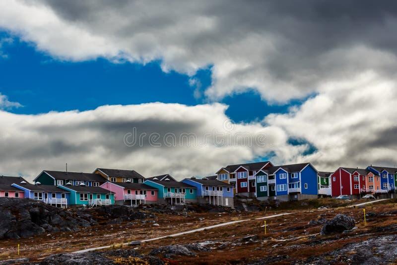 Σύγχρονα ζωηρόχρωμα σπίτια Inuit στοκ εικόνες με δικαίωμα ελεύθερης χρήσης