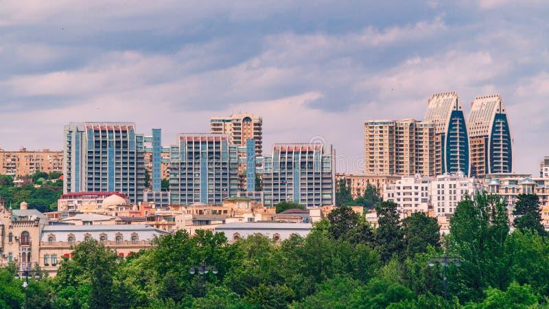 Σύγχρονα κτήρια πολυόροφων κτιρίων στην πόλη του Μπακού στοκ φωτογραφία με δικαίωμα ελεύθερης χρήσης