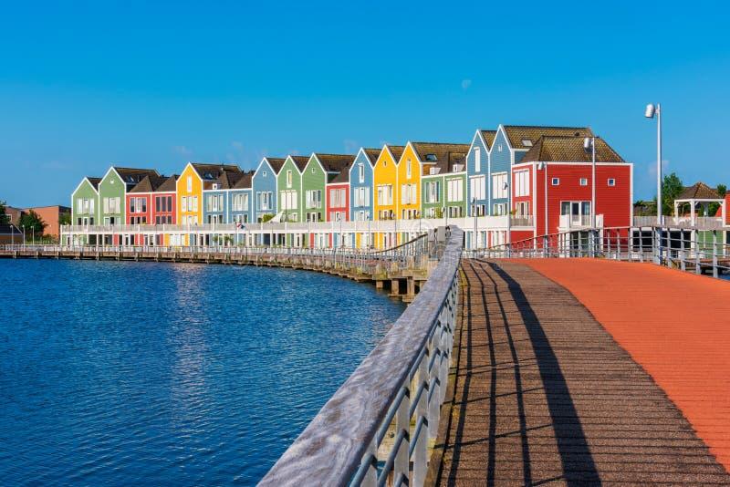 Σύγχρονα πολυ χρωματισμένα σπίτια σε Houten Κάτω Χώρες στοκ εικόνες