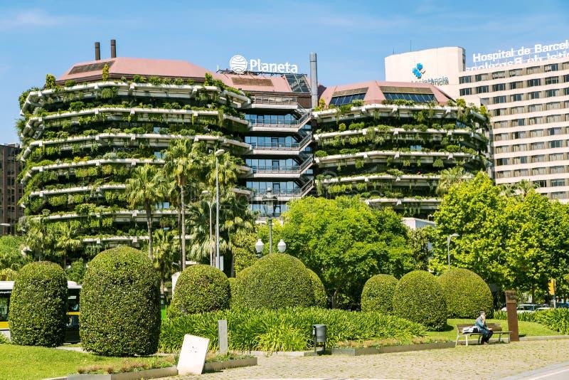 Σύγχρονα πράσινα κτήρια με τον εξωραϊσμό στα μπαλκόνια στη Βαρκελώνη στοκ εικόνες