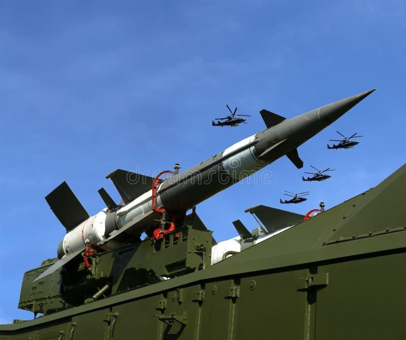 Σύγχρονα ρωσικά αντιαεροπορικά βλήματα και στρατιωτικά αεροπλάνα στοκ εικόνα με δικαίωμα ελεύθερης χρήσης