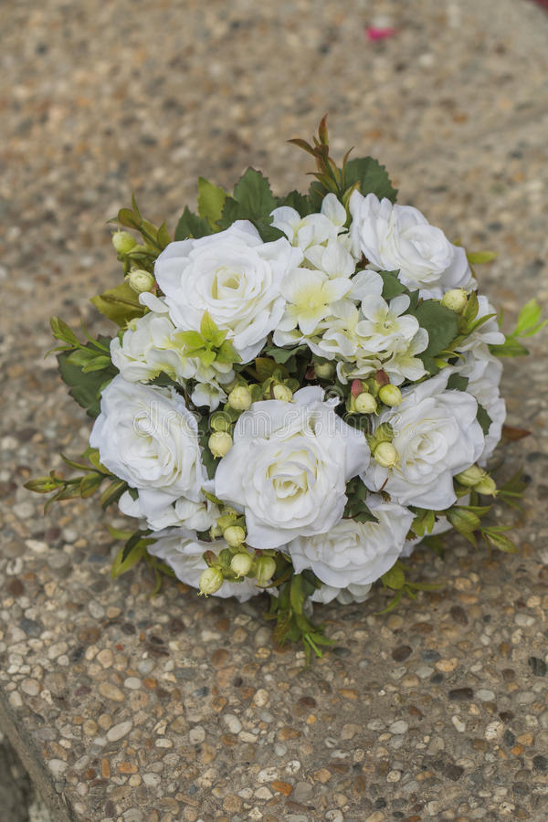 Σύγχρονη άσπρη γαμήλια ανθοδέσμη στοκ εικόνες με δικαίωμα ελεύθερης χρήσης