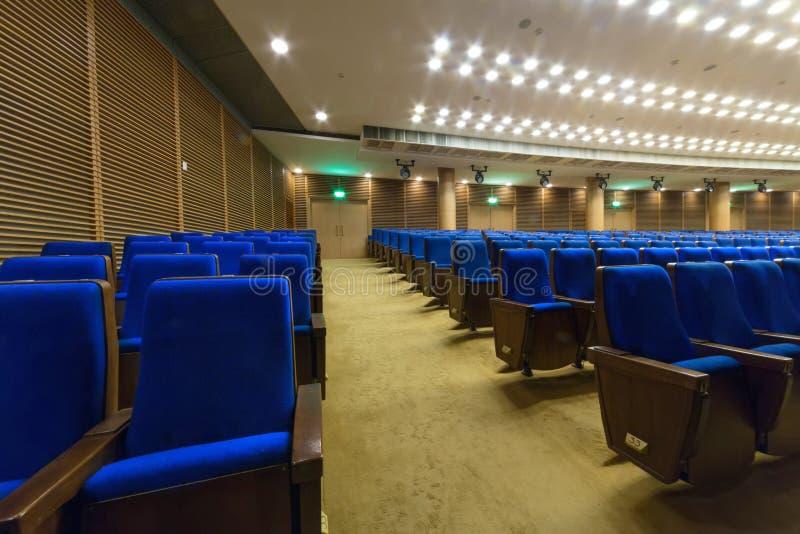 Σύγχρονη αίθουσα για τις παρουσιάσεις με τα φω'τα στο ανώτατο όριο στο παλάτι του Κρεμλίνου στοκ φωτογραφίες με δικαίωμα ελεύθερης χρήσης