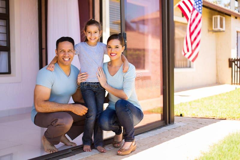 Σύγχρονη αμερικανική οικογένεια στοκ εικόνες