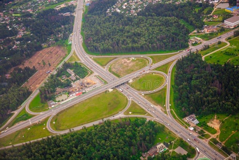 Σύγχρονη ανταλλαγή μεταφορών στη intercity εθνική οδό στοκ φωτογραφίες