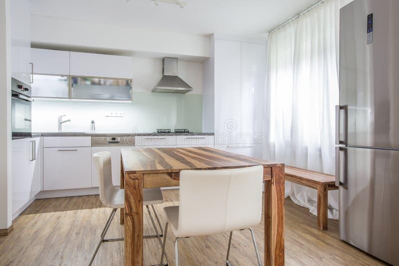 Σύγχρονη αρχιτεκτονική σχεδίου κουζινών εσωτερική στοκ φωτογραφία
